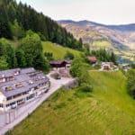 Drohnenfoto des Hotels der Sonnberg