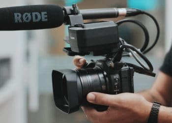 Videografie-Mikrofon von Rode auf einer Kamera