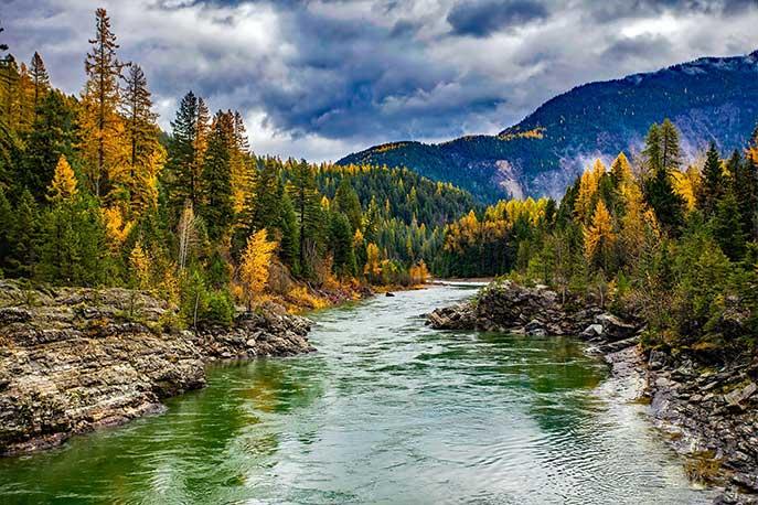 Fluss und Berge
